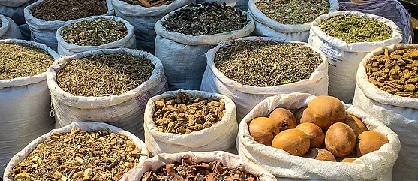 Sacos de rafia con plantas medicinales